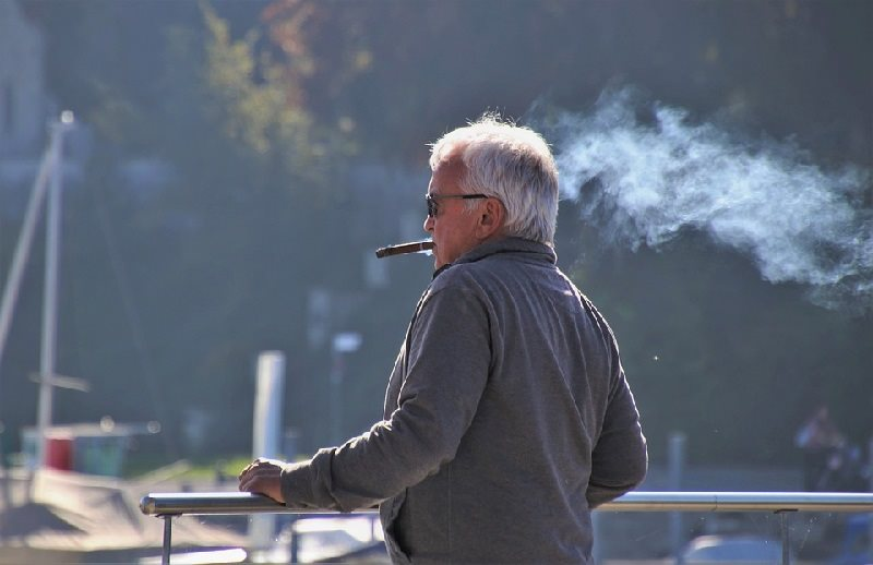 spain smoking banned on the streets coronavirus