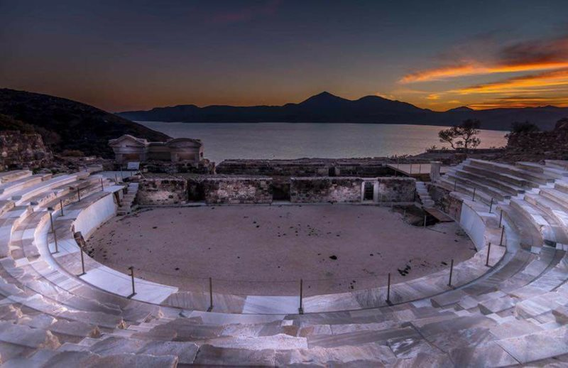 milos ancient theater