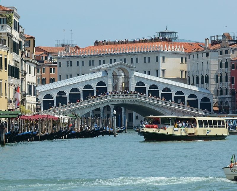 Car Hire Venice - Cheap Car Rental Venice Italy from Rhino