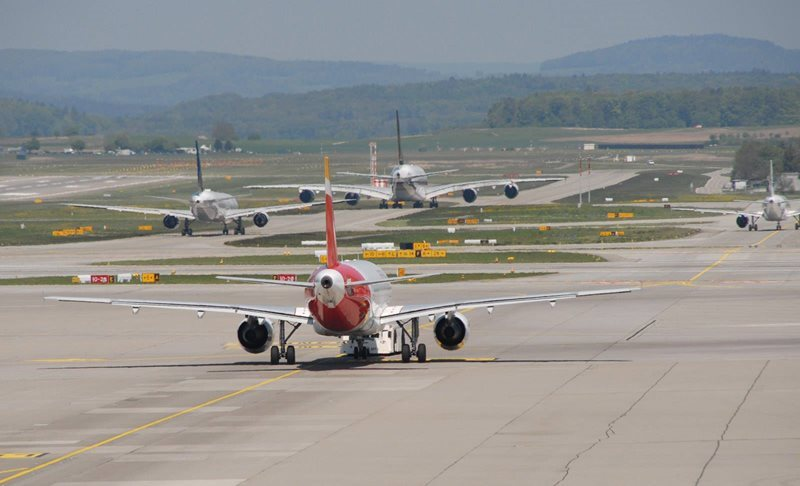 planes at zurich airport
