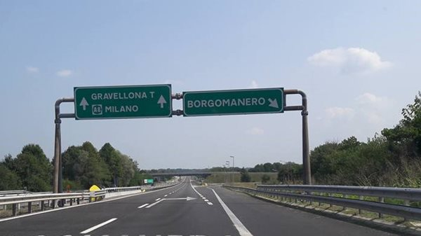 Milan-road-sign-Italy