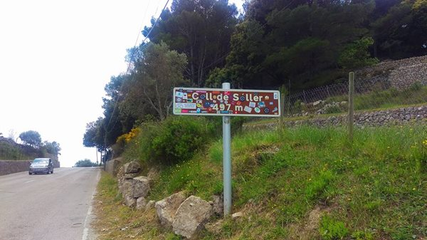 Mallorca-Coll-de-soller-road-sign