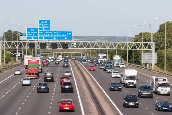 UK-Motorway-Sign