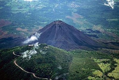 One of El Salvador's many volcanoes (Rhinocarhire, 2009)