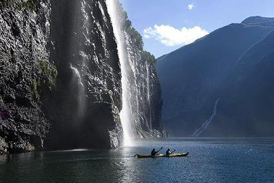 http://www.rhinocarhire.com/images/CountryImages/400x500/Norway-Waterfall.jpg